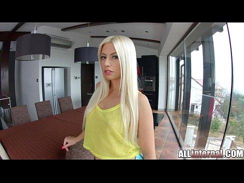 Blonda Care Face Sex La Hotel Cu Doi Barbati Odata
