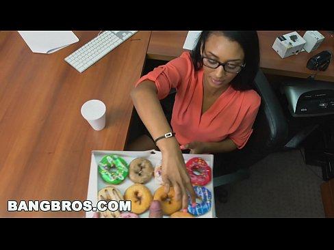BANGBROS – How To Sexually Harass Your Secretary (Arianna Knight) Properly