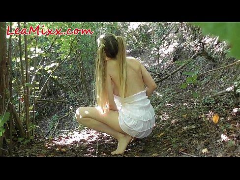 Роговой девушка поймали в лесу и грубый трудно трахал