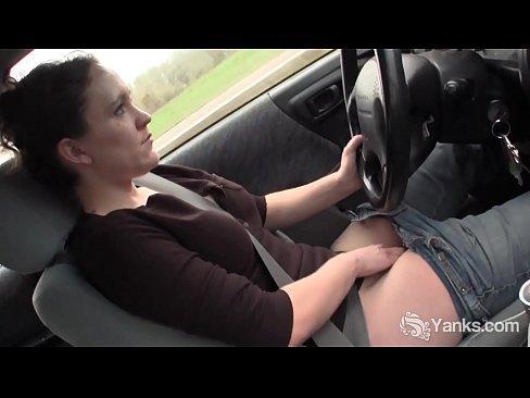 Sexy Yanks Lou Lebonne Cums in the Car
