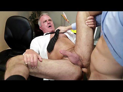 Zadarmo gay Boss porno