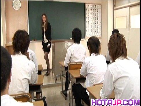 Nonton video bokep Sakura Hirota has hairy slit fucked at school