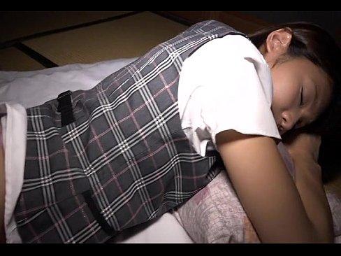 XVIDEO 神前つかさ OLのお姉さんを夜這いしオイルマッサージ(神前つかさ)