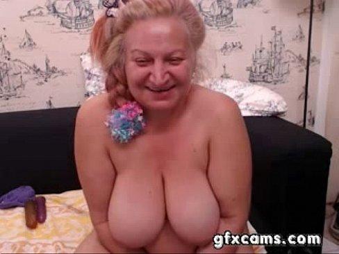 Старушка отдрочила парню, целует ножки блондинки фото