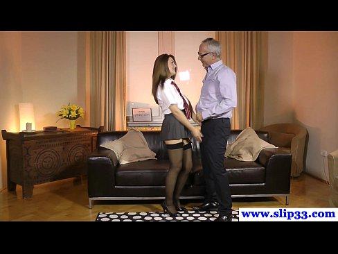 Старик трахает девушку в короткой юбочке