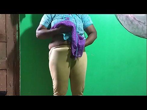 horny desi indian tamil telugu kannada malayalam hindi vanitha showing big boobs and shaved pussy leggings press hard boobs press nip rubbing pussy masturbation big green chilli
