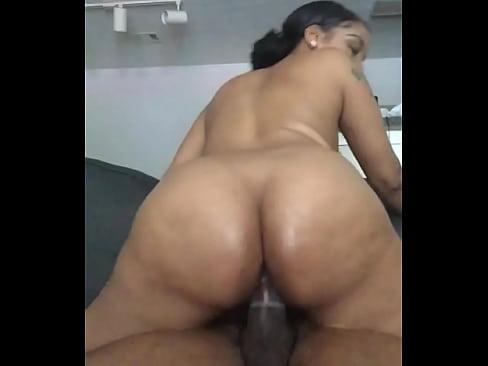 Juicy booty ebony bouncing on Dick
