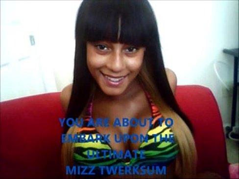 Mizz twerksum nude pussy