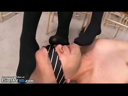 【xvideos】お尻のJK痴女の、大槻ひびきの淫語M男脚コキ無料エロ...