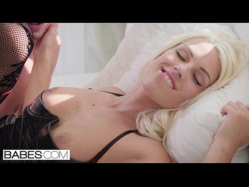 Babes.com – SECRET SANTA Courtney Taylor, Eva Lovia