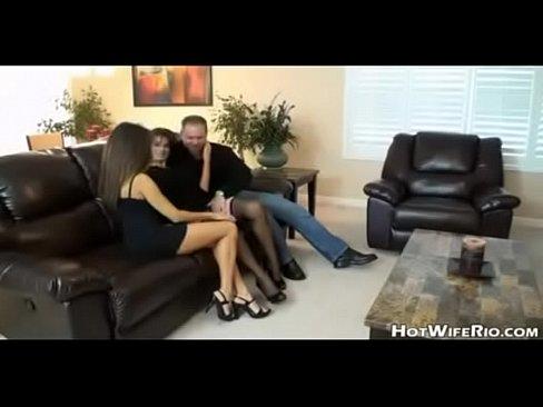 Муж трахает жену и подругу  с большими сиськами