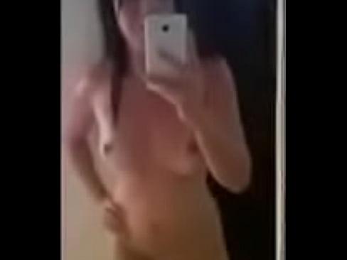 Voltou da praia e partiu pro espelho exibindo www.brasilporntube.com.br