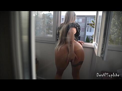 Vecina Mea De La Brasov Se Masturbeaza In Balcon