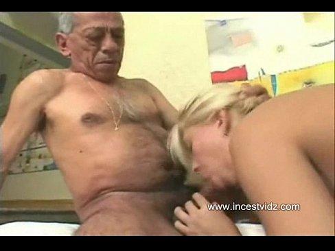 Дед с бабкой трахают внучку