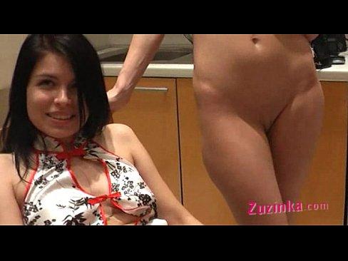 striptizershi-foto-bryunetok-otsosala-chlen-muzhu