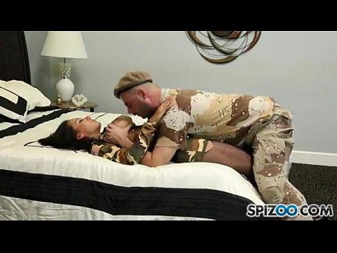 Un Rus Isi Fute Sora Cu Forta Deoarece Ea Nu Prea Vrea Porno In Armata Xxx