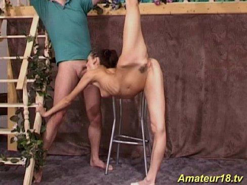 izmenila-smotret-russkoe-porno-s-gimnastkami-v-chernih-kolgotkah-krasivaya