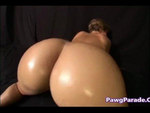 Ebony pussy popping