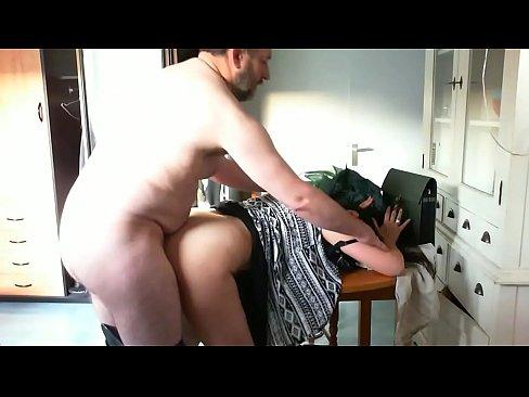Pendant que son mari fait des heures sup, elle recoit son amantXXX Sex Videos 3gp