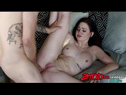 Кендалл трахает женщину — 15