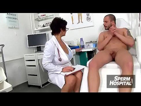 Doctorita Sexy Si-A Stricat Imunitatea Cand S-A Futut Cu Un Tanar