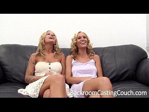 Близняшек в анал порно