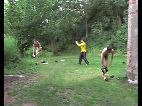 FKK-Sommervideo für Jungen, Kostenlose exotische Dreiervideos