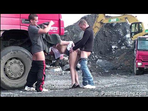 Doi Soferi De Tir Fut In Pizda O Curva Direct Pe Santier In Spatele Camionului