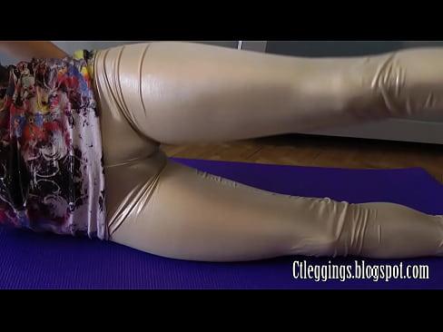 Shiny leggings and hot cameltoe hot fetish !