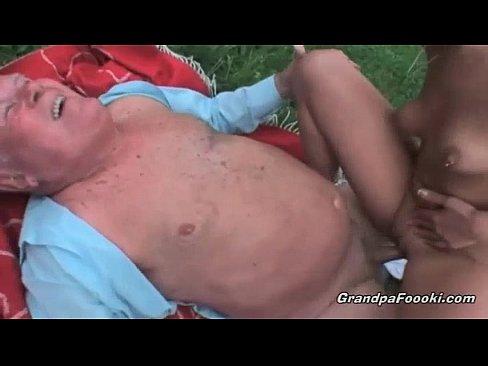 Старик ебет молодуху японки видеоролики