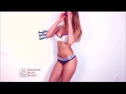 Порно разглядывает анус дочери