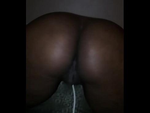 Sexy ass wife making that ass clap