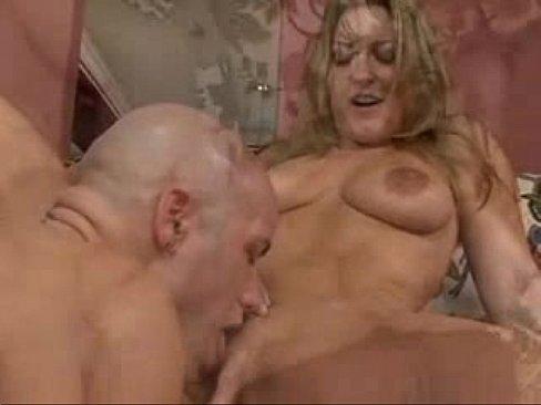 porno-filmi-toni-bleyka-porno-s-ogromnim-straponom-i-ogromnim-kol-vom-spermi