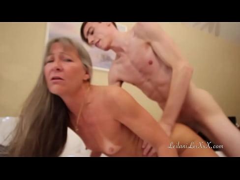 Porno Cu Femei Cu Penis Xxx Fiul Isi Fute Mama Pe La Spate