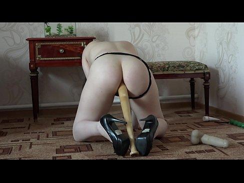 drochit-podruchnimi-sredstvami-foto-porno-vo-vse-diri