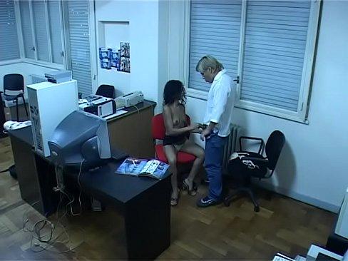 Скрытые камеры секретарши в офисах отдавался