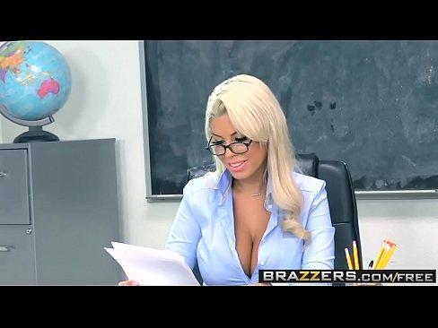 Profesoara Isi Face Scene De Sex Cu Un Elev Care Si El O Doreste