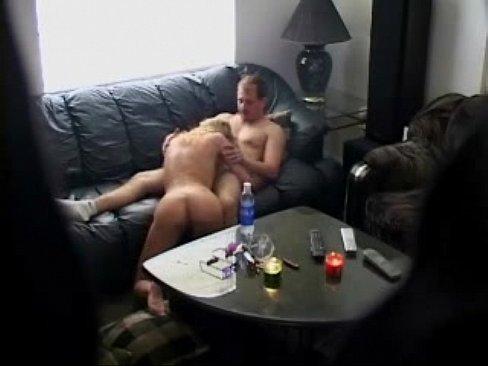 molodaya-zhena-izmenyaet-s-starikami-porno-muzhik-konchil-na-babu-i-slizal-s-nee-spermu