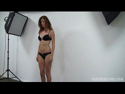 видео смотреть раздевается девушка за деньги - 12