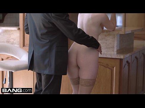 Glamkore – Lovita seduces her stepdad with a striptease