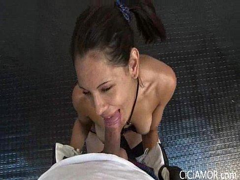 Videos de Sexo Xvideo moreninha safada com a boca na piroca