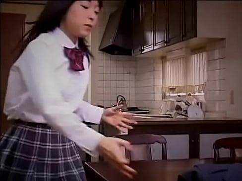 女子校生の中だし無料jukujyo動画。父親に犯されて中だしされてしま...