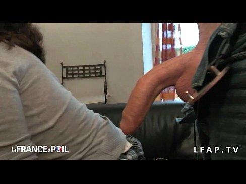 Mature francaise adore sucer une bite