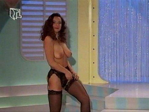 samiy-razvratniy-striptiz-onlayn