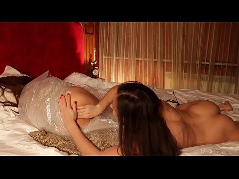 Playmates – Dezire, Laura V