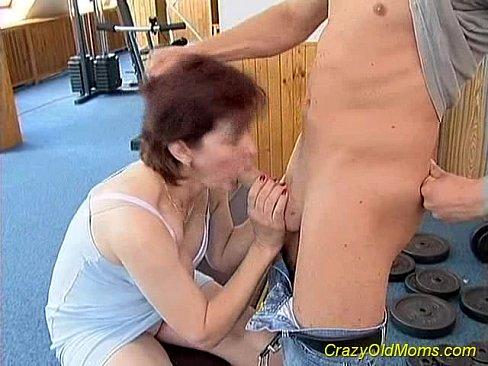 Crazy old mom gets big cock's Thumb