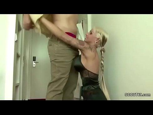 Polizist fickt geilen Teeny mit dicken Titten und TattooXXX Sex Videos 3gp