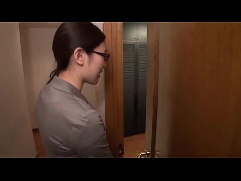 巨乳お姉さんが自宅で3Pセックス()