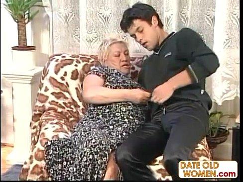 Порно бабушка трахает внука смотреть