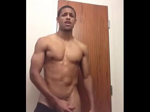 Boy dotado musculoso